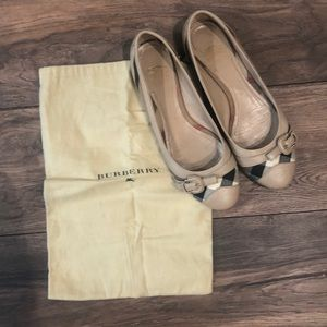 Burberry Brown House Check Flat